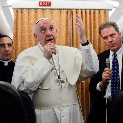 En el avión de regreso de Fátima: texto íntegro de la rueda de prensa del Papa