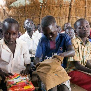 Espacios provisionales de enseñanza en Sudán del Sur