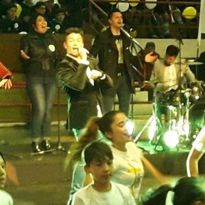 Américo canta el himno oficial de la Visita del Papa Francisco