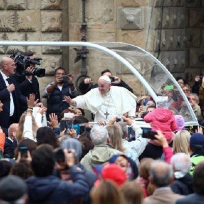 """El Papa en el Ángelus: """"Es tarea de la sociedad entera la preocupación por el trabajo digno"""""""