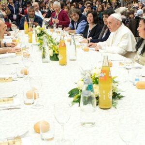 Papa Francisco pide que los pobres estén en el centro de la vida de la Iglesia