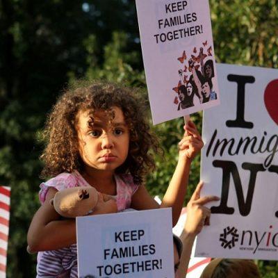 Estados Unidos podría deportar a más de 300 mil migrantes latinos