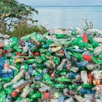 Grandes compañías se unen para reducir los plásticos en los océanos