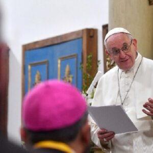 Papa a los obispos de Chile: la Iglesia no es de una élite clerical