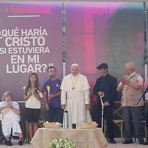 Francisco en santuario del Padre Hurtado: oración, sopaipillas con excluidos y diálogo con los jesuitas