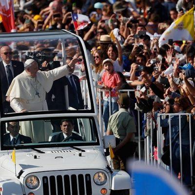 """Papa a jóvenes: """"Hablen, no se dejen callar, ayúdennos a que la Iglesia no sea la Santa Abuela Iglesia"""""""