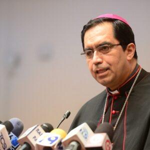 Obispos de El Salvador piden a Washington que no deporte a los inmigrantes