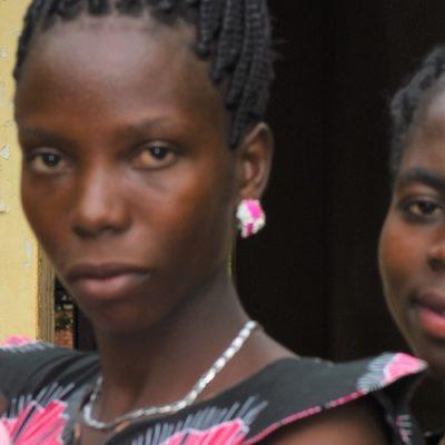 Sudán del Sur: Madre, esposa, maestra y estudiante refugiada