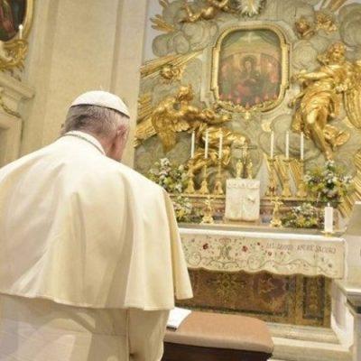 El Papa inicia el Mes Mariano rezando por la Paz en Siria y en el mundo