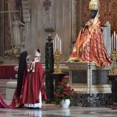 San Pedro y San Pablo: El Papa bendice los Palios para 30 arzobispos