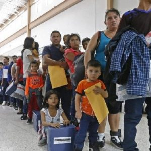 Estados Unidos: La reunificación de familias aún no ha comenzado en realidad