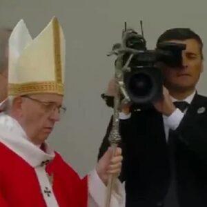 """El Papa, con los más pobres de Tallín: """"El Señor no se cansa nunca de regalarnos una nueva oportunidad"""""""