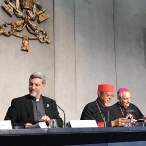 Padres sinodales proponen un Pontificio consejo para los jóvenes y la celebración de un Sínodo sobre las mujeres