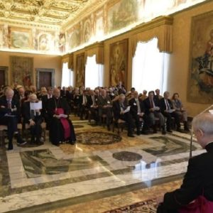 """El Papa a los científicos: """"Estén al servicio de la humanidad"""""""