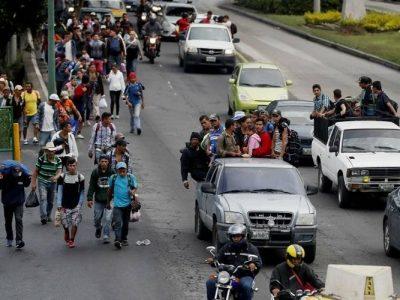 Caravana migrante llega a Guadalajara, punto intermedio hacia EE.UU.