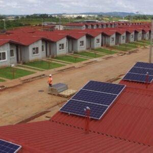Panamá inaugura el primer complejo de viviendas alimentado con energía renovable