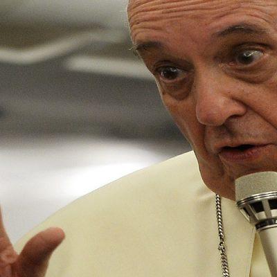 Francisco: Si no somos capaces de darnos la mano, nuestra fe será derrotada