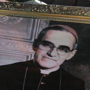 Romero cada vez más santo en América