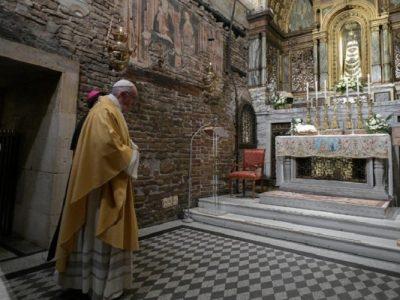 """Francisco firmó su nueva exhortación apostólica y pidió a los jóvenes """"escucha, discernimiento y decisión"""""""