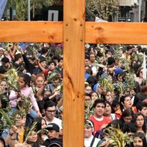 """Mons. Aós a los jóvenes: """"Jesús no los quiere espectadores, los quiere protagonistas"""""""