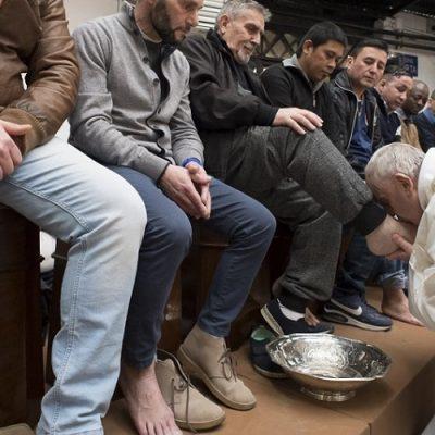 Jueves Santo: El Papa la lavará los pies a 12 reclusos en el Penitenciario de Velletri