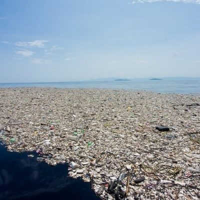 Comenzó un operativo para limpiar el Pacífico de gran parte de los plásticos