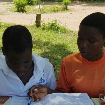 """Uganda: El programa """"La Educación no puede esperar"""" impacta en la educación de las niñas"""