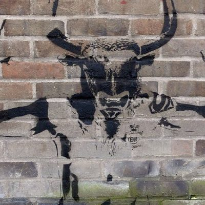 Hombre con cabeza de toro