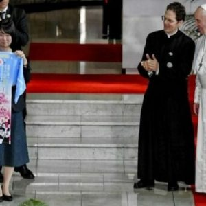 """Francisco en Japón, o la """"armonía"""" de los lenguajes de la cabeza, las manos y el corazón"""