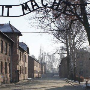 Después de Auschwitz habrá poesía