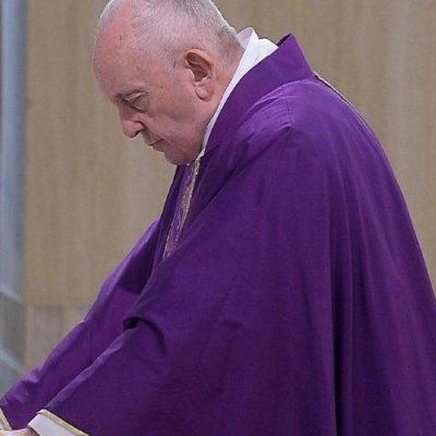 """El Papa pide a los sacerdotes que tengan el coraje """"de llevar a los enfermos la fuerza de Dios y la eucaristía"""""""