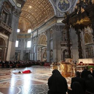 La diócesis de Roma rectifica y comunica que sus iglesias permanecerán abiertas