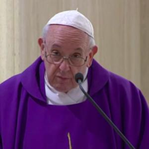 """Francisco pide a la Iglesia que acoja a los sin techo, que """"nos piden estar dentro de casa"""""""