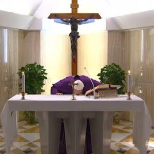 Francisco dedica su misa en Santa Marta a los enfermos del coronavirus