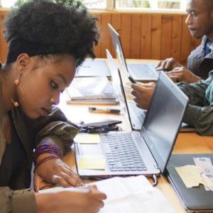 Kenia: Sigue la lucha por un futuro mejor en tiempos de COVID-19