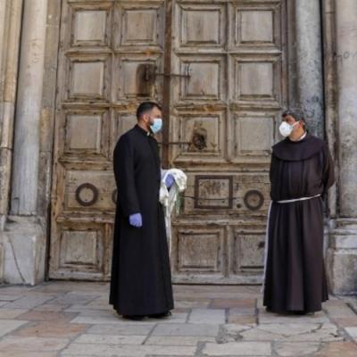 El Santo Sepulcro reabre con restricciones a los fieles