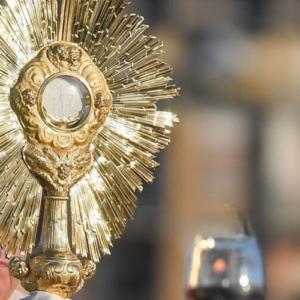 El Corpus Christi en el Magisterio de los Papas: Un camino de salvación