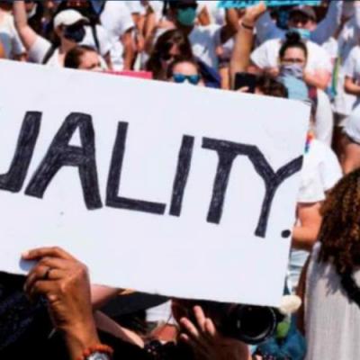 Miles de personas rezaron en Washington contra el racismo y violencia policial