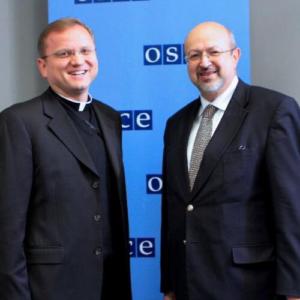 """El Vaticano advierte que """"el cáncer de la corrupción"""" puede colapsar la recuperación tras la pandemia"""