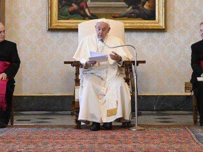El Papa: Ninguna tolerancia para el racismo; no a la violencia