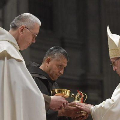 Motu Proprio del Papa sobre la fundación de Institutos de Vida Consagrada