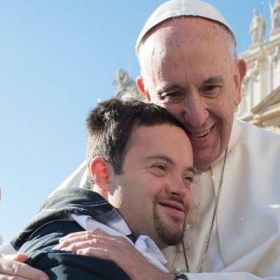 El Papa: «La paz se construye cuidando de los más frágiles»