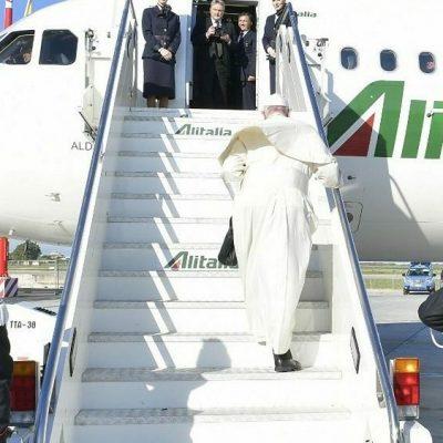 «La evolución de la pandemia pone en riesgo el viaje del Papa a Irak en marzo»