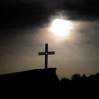 """Una de las herejías más graves es hacer de la Iglesia el """"sustitutivo"""" del reino de Dios"""
