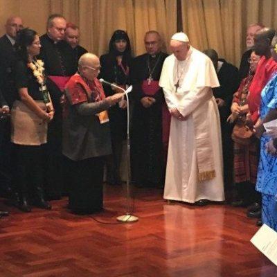 El Papa: «Evitar que la globalización imponga un nuevo colonialismo»
