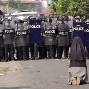 Ann Nu Thawng: La monja que, de rodillas, pudo parar una matanza en Myanmar