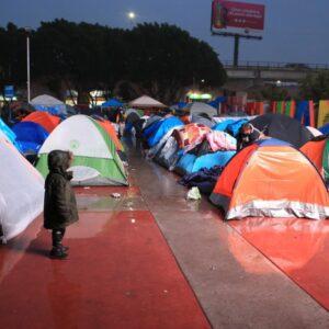 Organizaciones piden atención a migrantes en Tijuana
