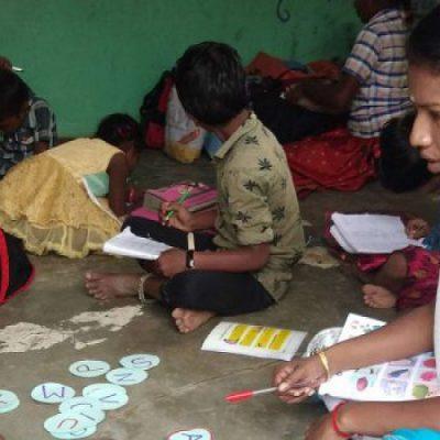 «Asia del Sur: Formas innovadoras de superar los obstáculos a la educación de los niños refugiados»