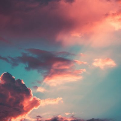 Subió a los cielos y está sentado a la derecha del Padre
