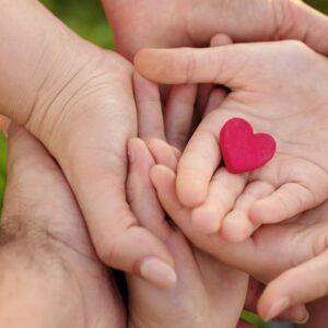 Quien ama como Jesús aprende a mirar los rostros de las personas con compasión